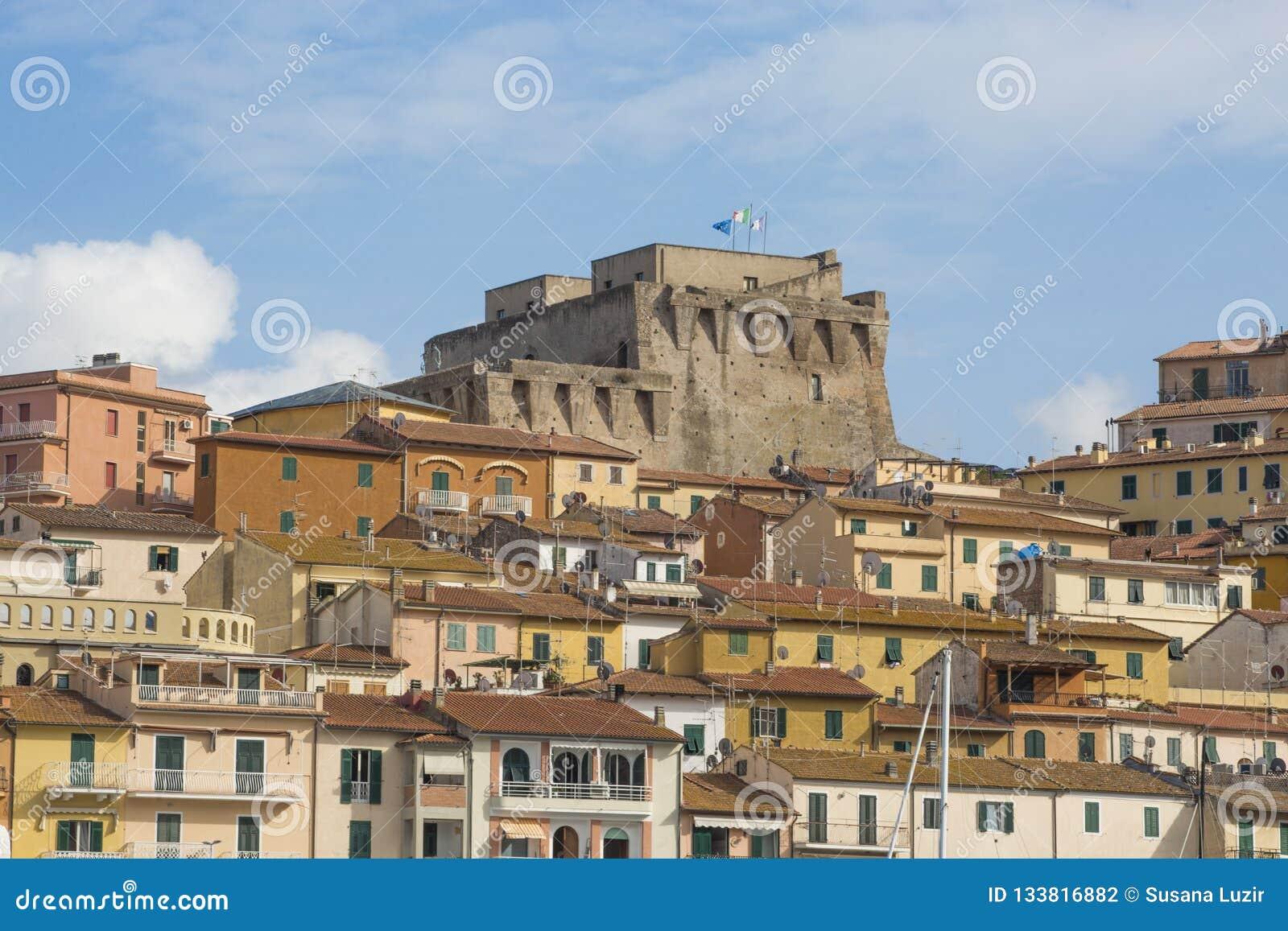 WŁOCHY - HISZPAŃSKI forteca - 6 2018 WRZESIEŃ Fortezza Spagnola Hiszpański forteca jest nabrzeżnym fortyfikacją który dominuje Po