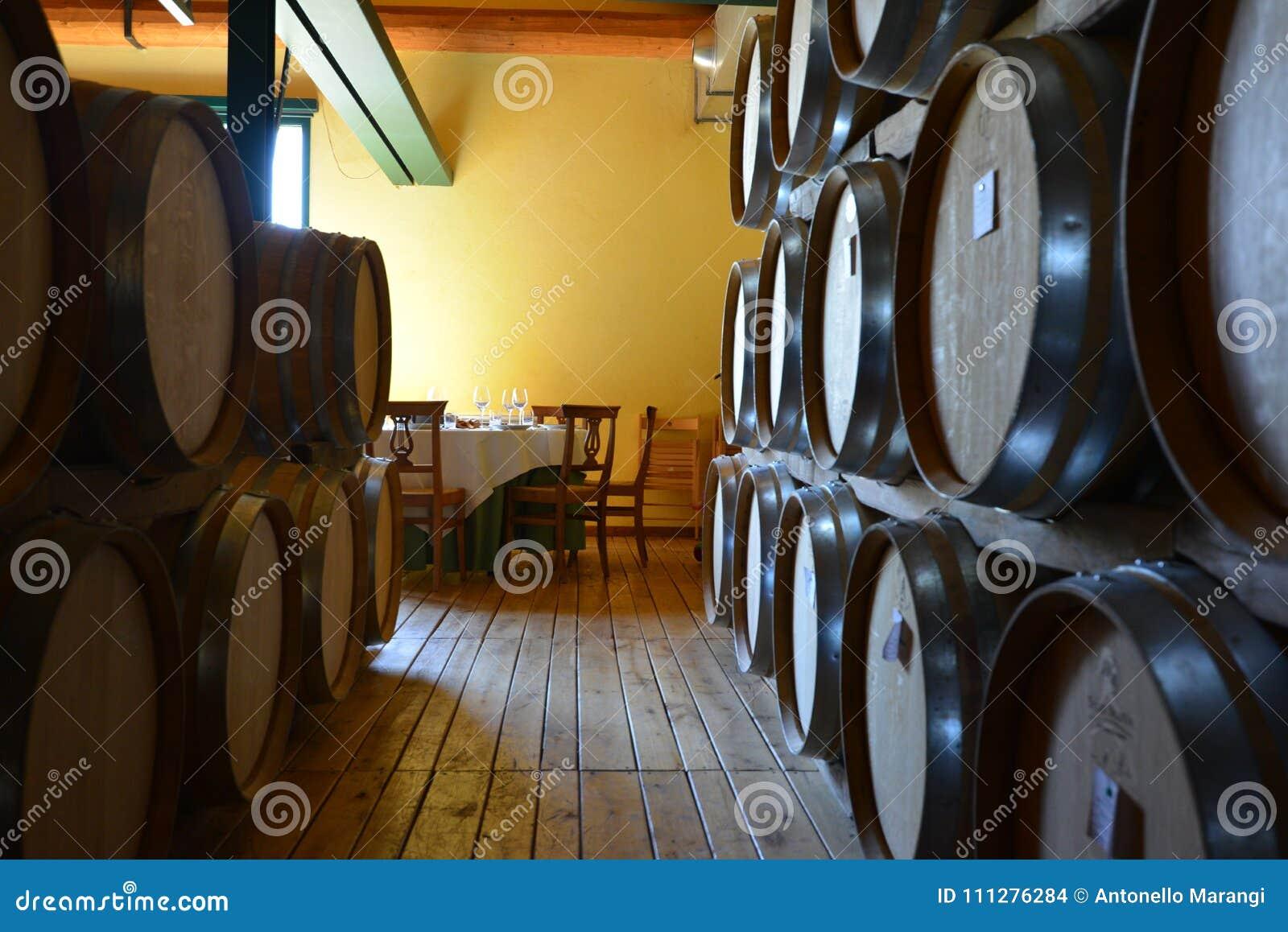 Włochy, Podgórski, Langhe, wino turyści przy ` Cascina Monfalletto `