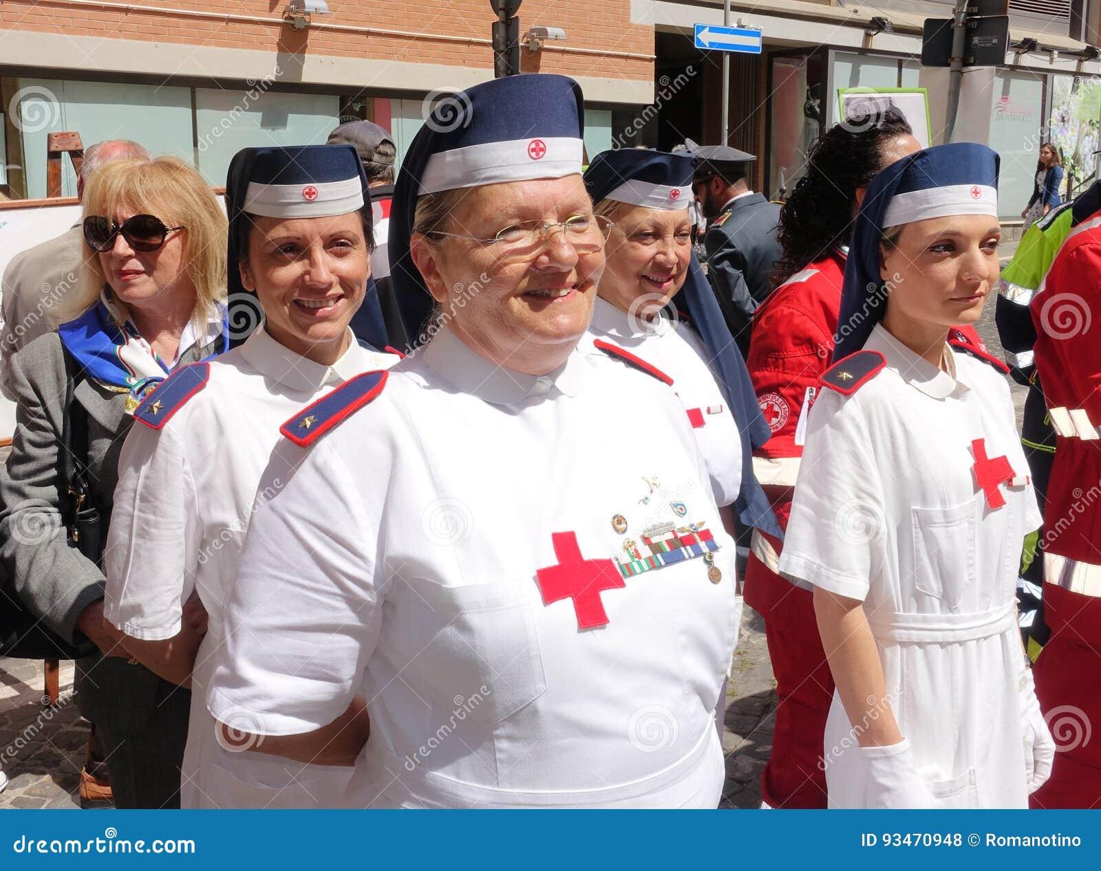 Włoska czerwony krzyż pielęgniarka
