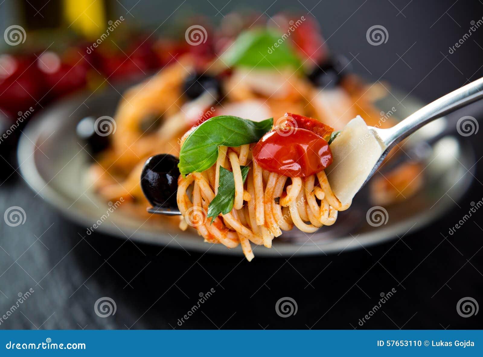 Włoski makaronu putanesca