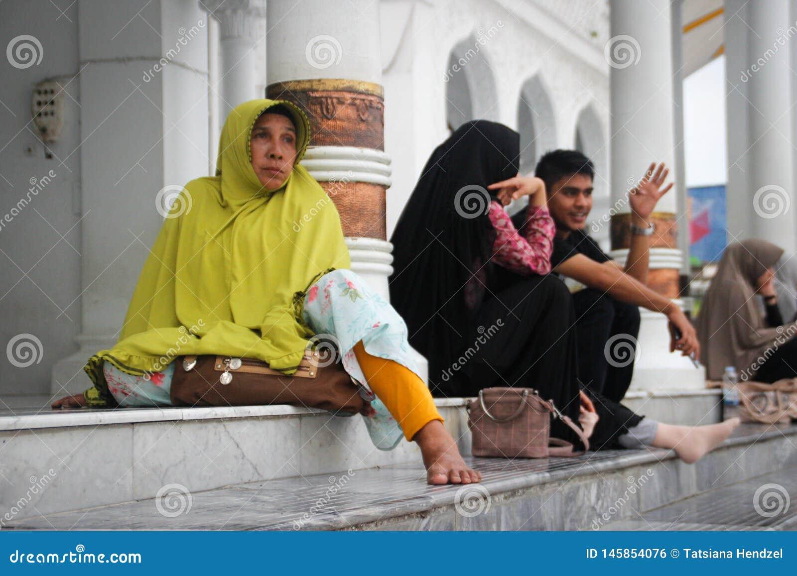 Wśrodku Baiturrahman Uroczysty meczet jest centrum Muzułmański religijny życie miasto, wznawiający po tsunami Ludzie a