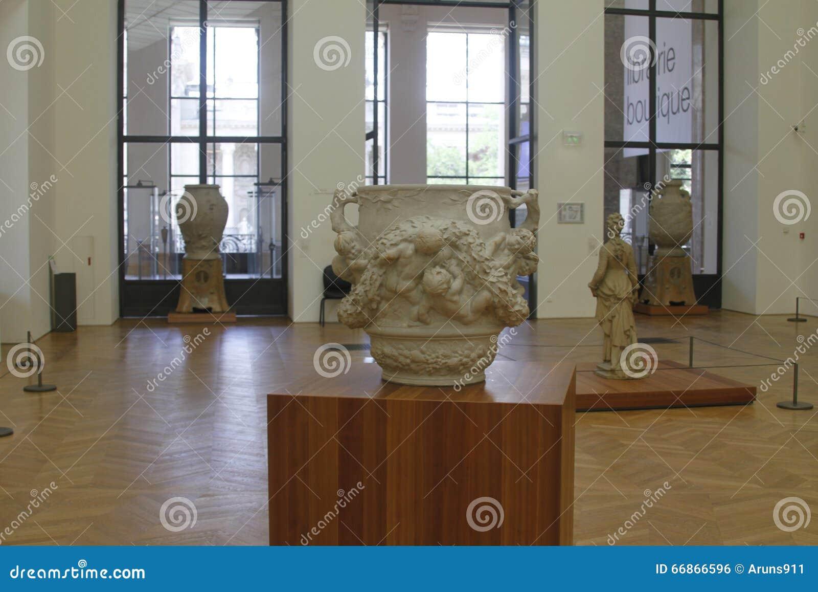 Wśrodku muzeum, Paris France