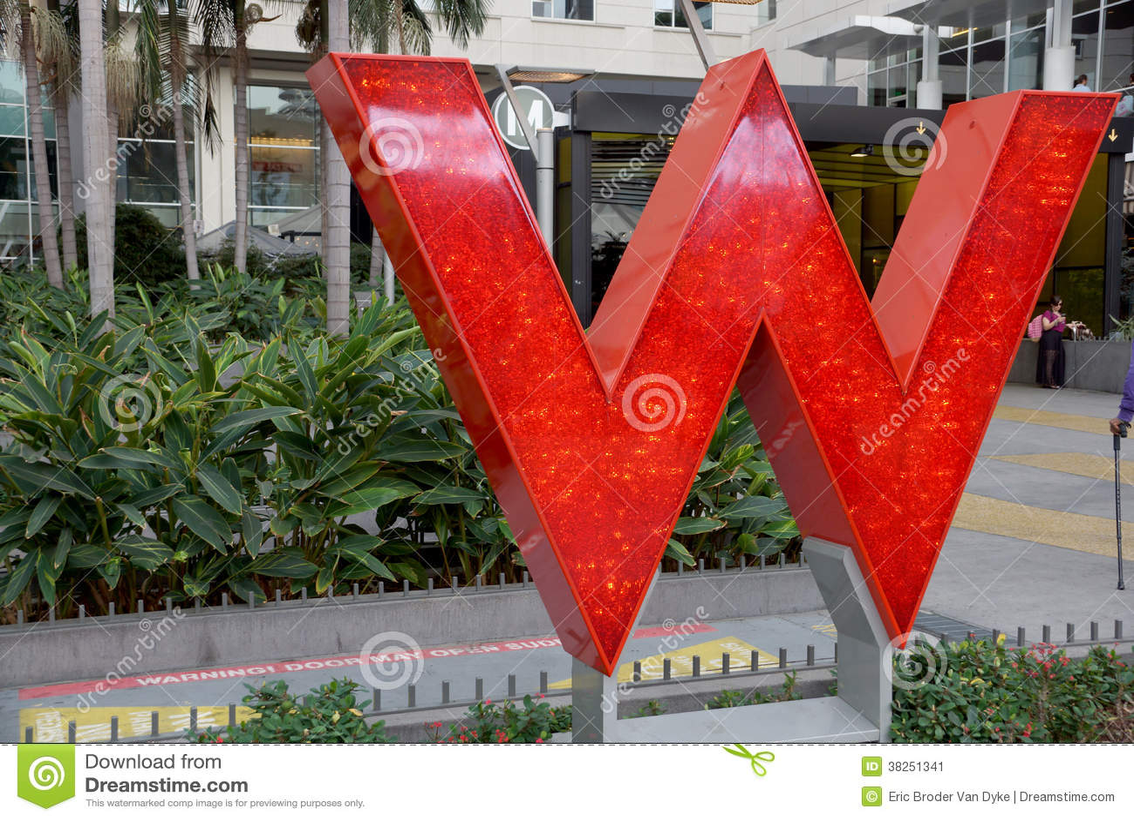 W旅馆好莱坞的大红色W