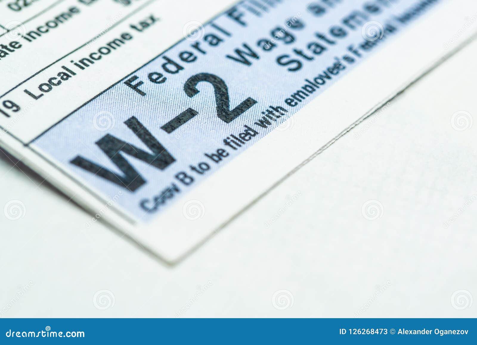 W-2 belastingsvorm op witte achtergrond