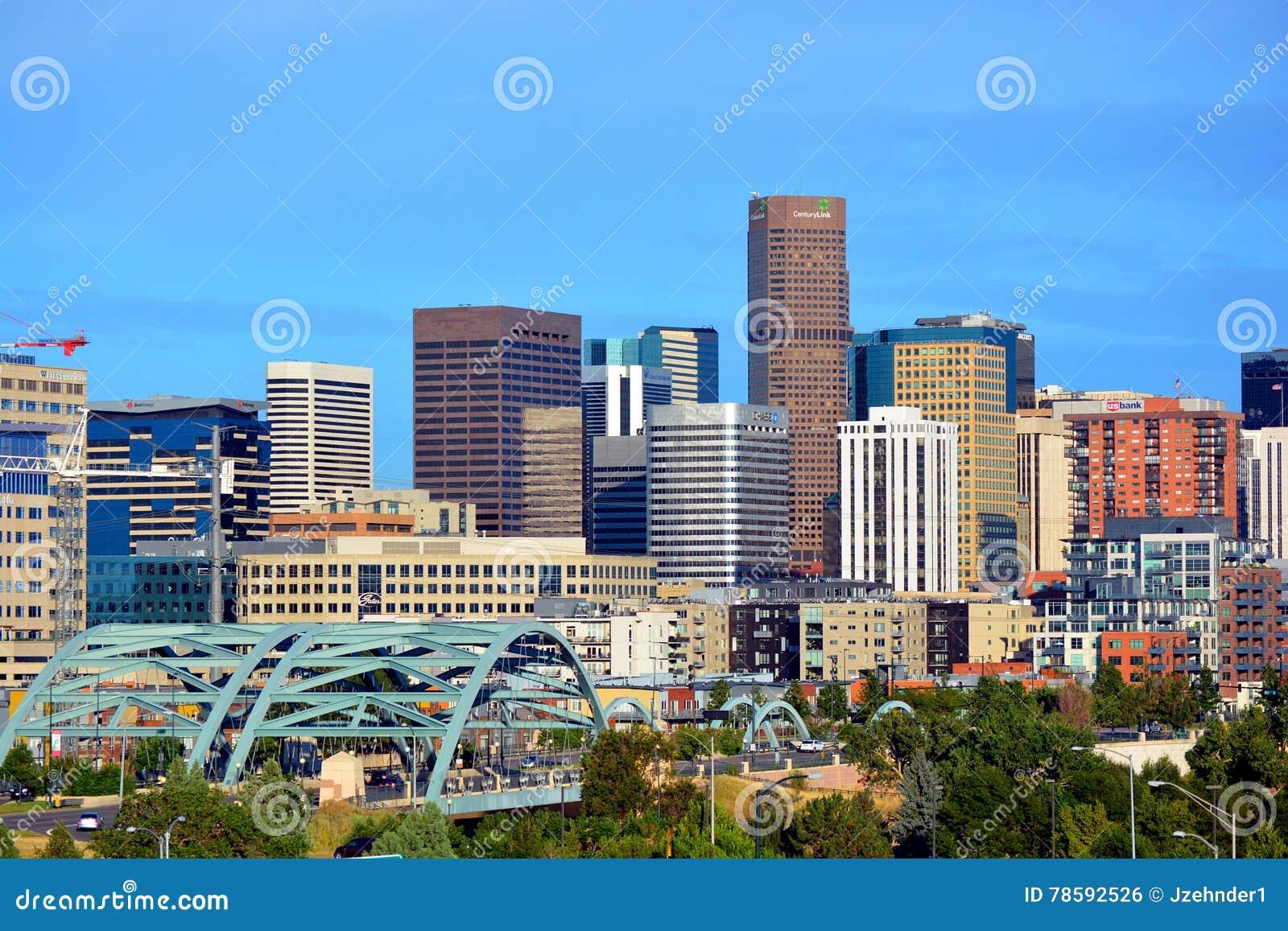 W centrum Denver, Kolorado drapacze chmur z zbieżność parkiem i t,