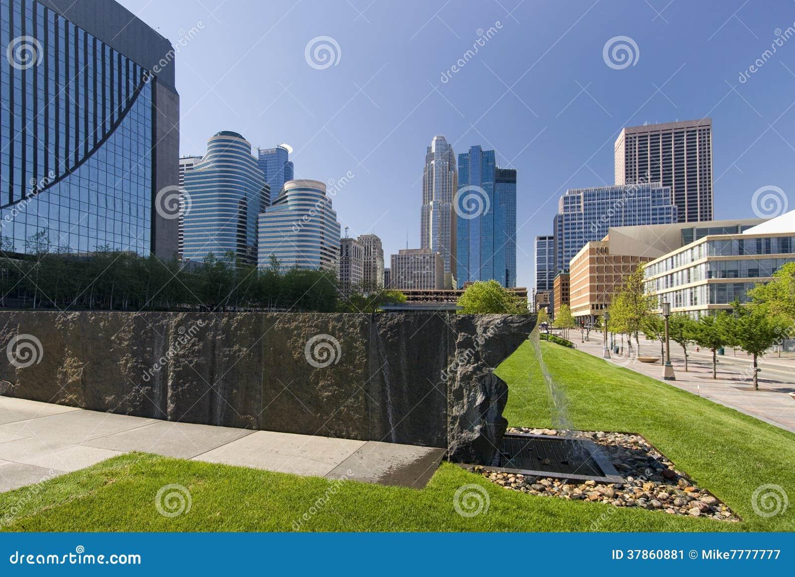 W centrum Minneapolis linia horyzontu, Minnestoa, usa