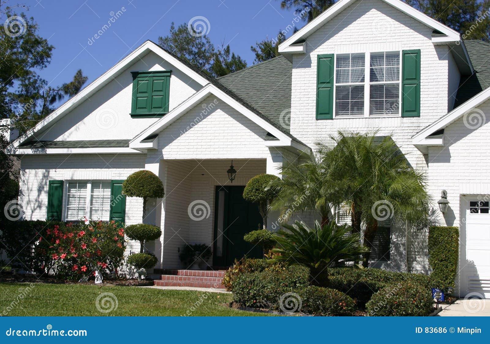 W domu gabled tropików