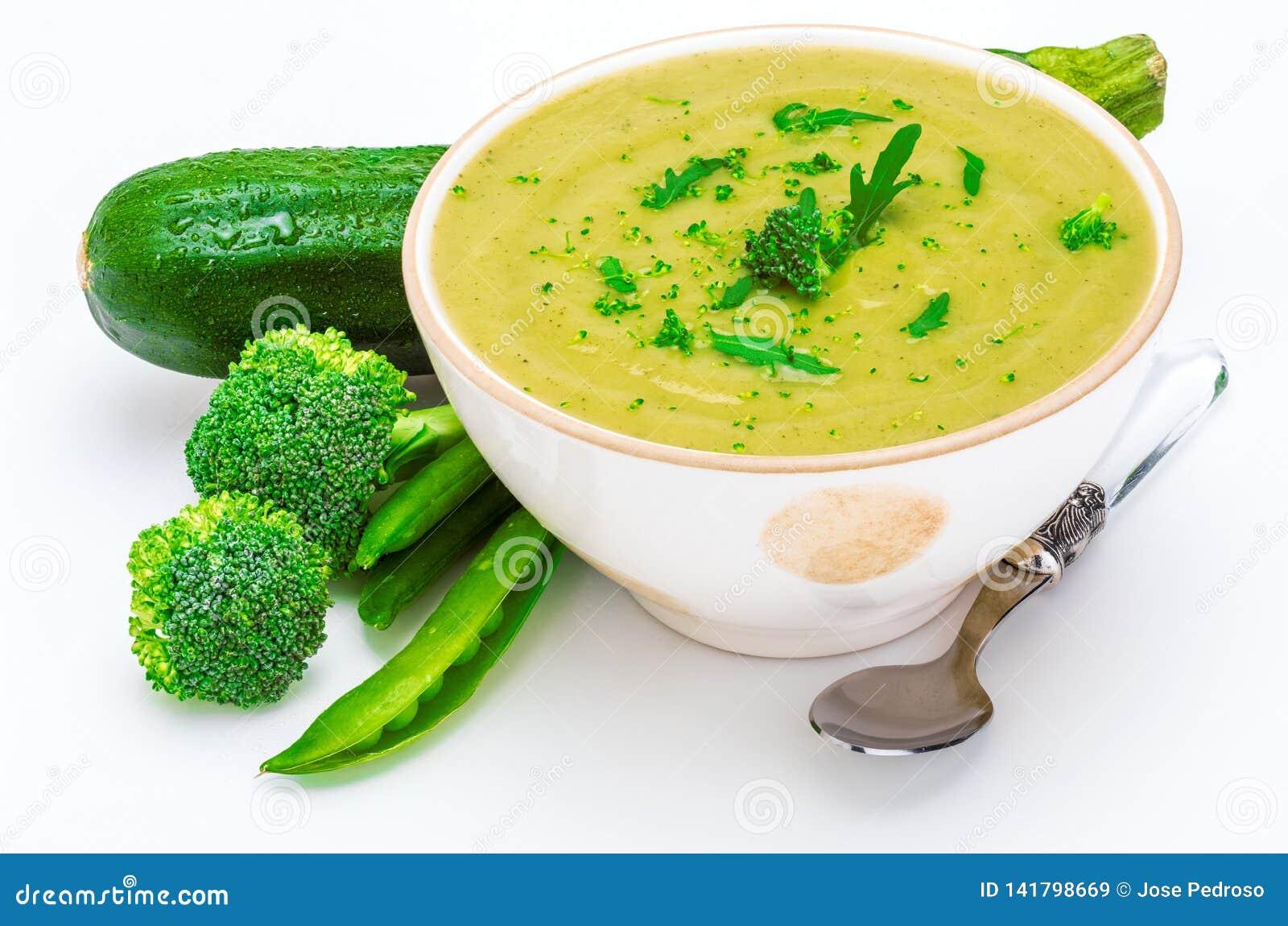 W górę Wyśmienicie śmietanki zieleni warzywo grochy, brokuły i zucchini w pucharze, przedpole