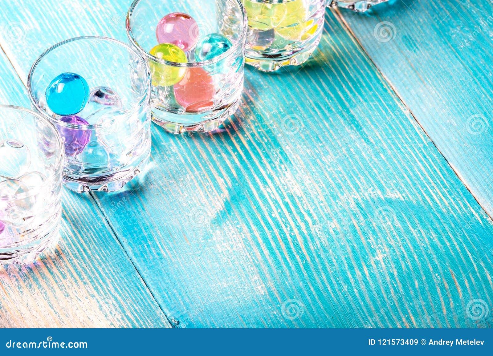 W kącie ramowi strzałów szkła pod ajerówką balony wypełniają w którym barwił