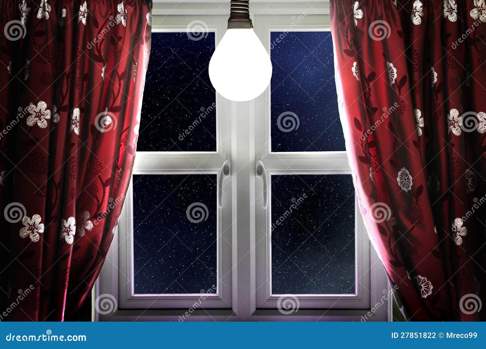 W okno żarówki jaśnienie