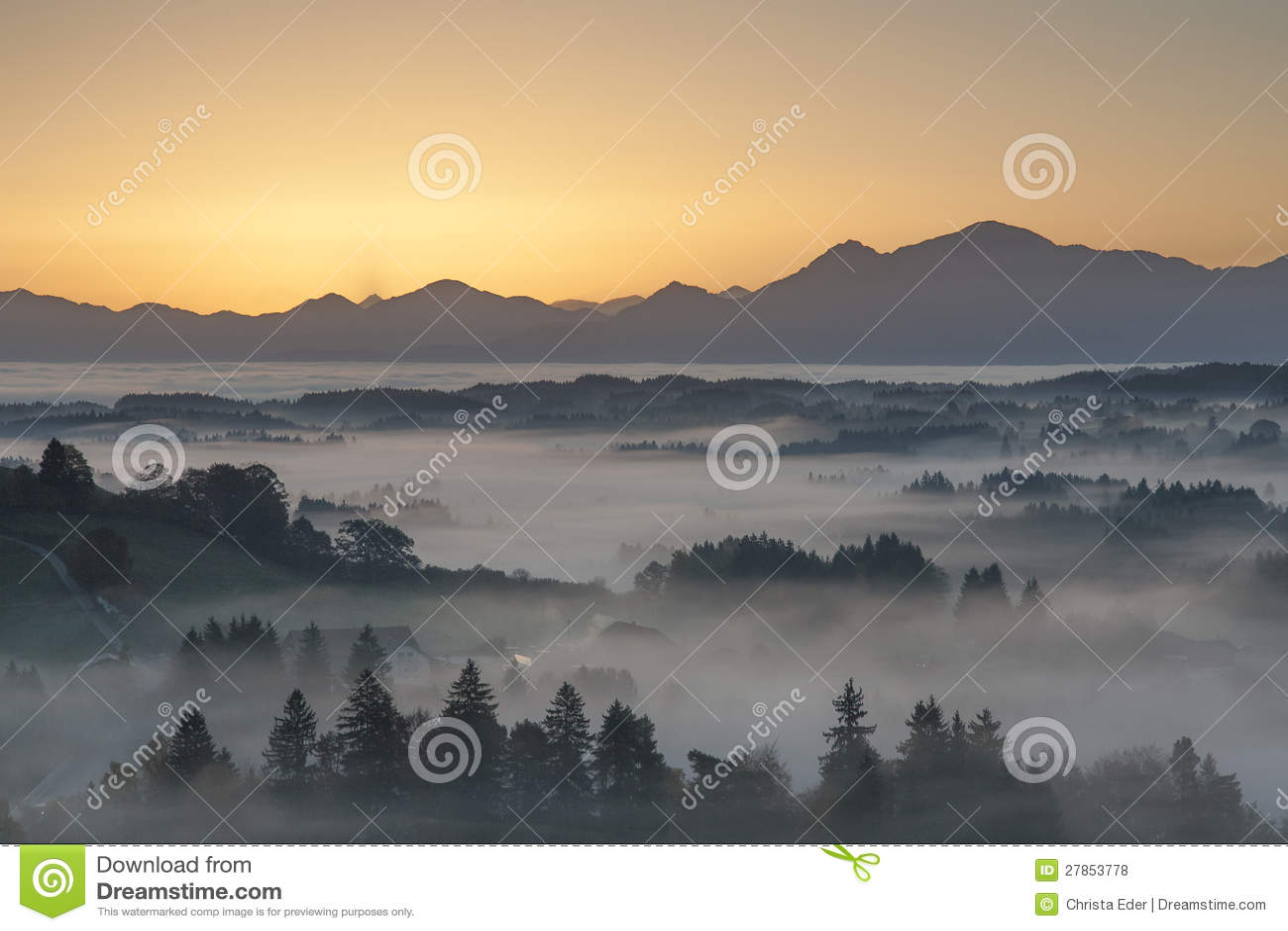 W Pfaffenwinkel ranek mgła