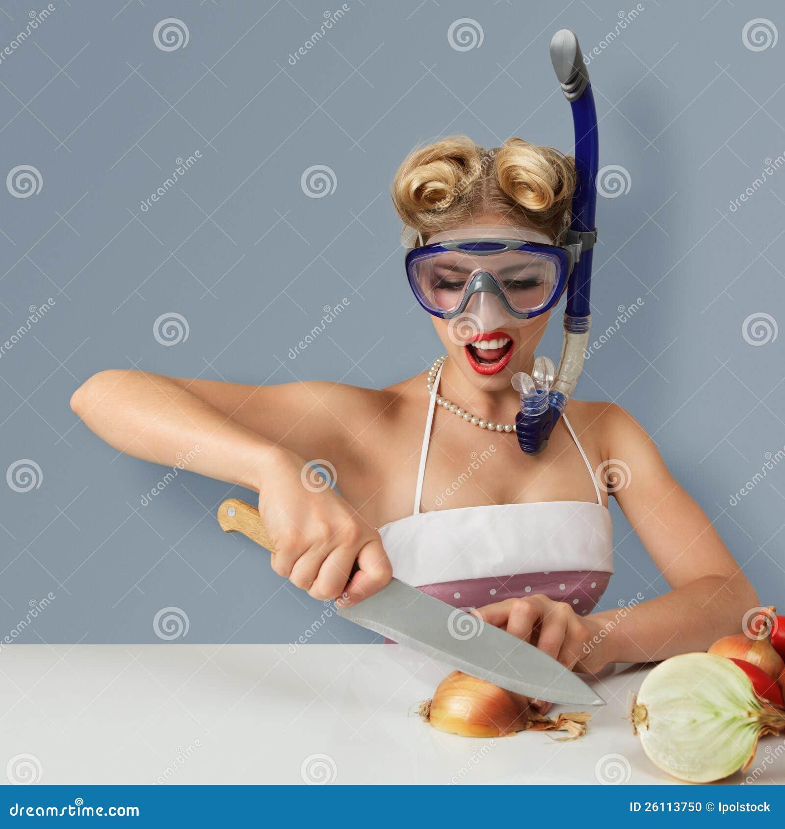 W pikowanie masce tnąca młodej kobiety cebula