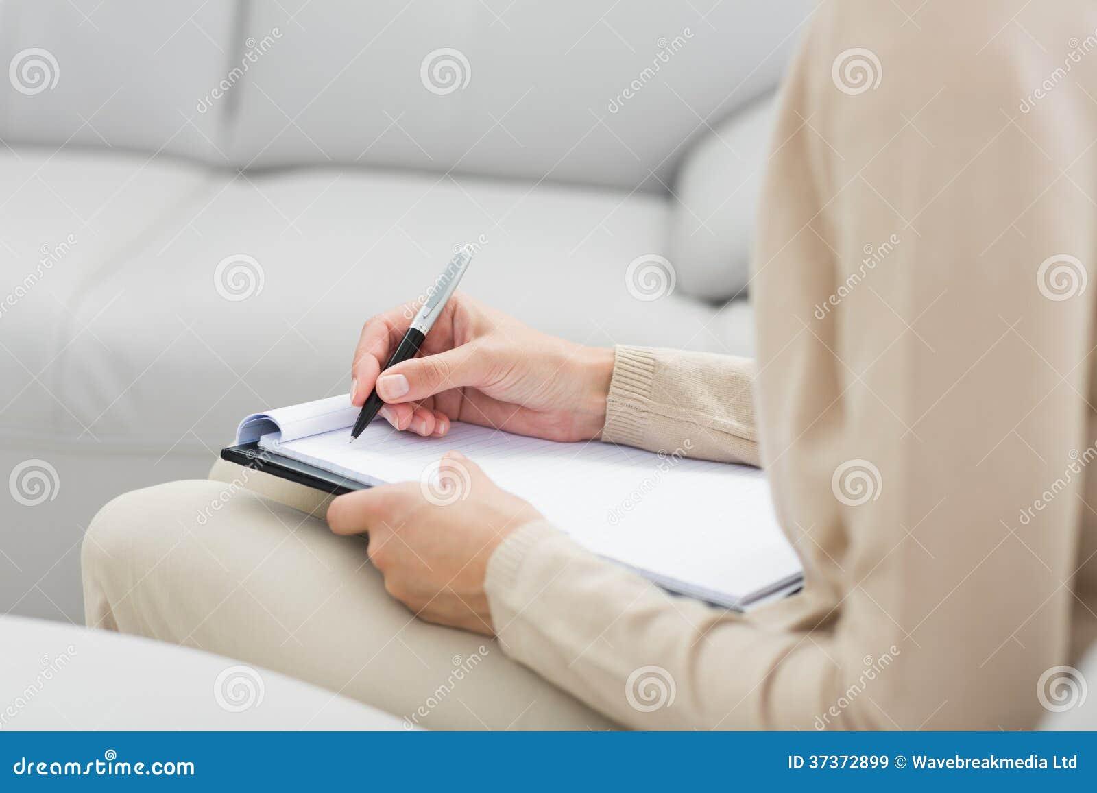 W połowie sekcja psychologa writing notatki