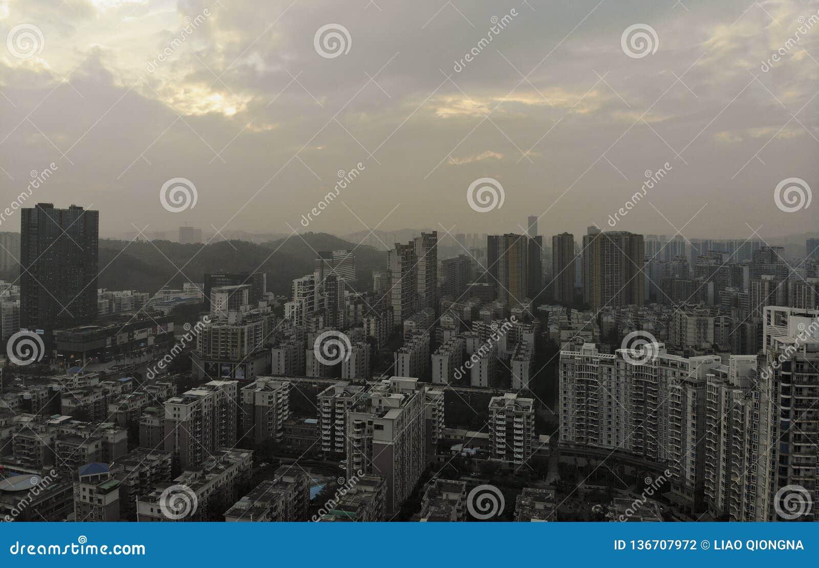 W powietrzu widok w mieście