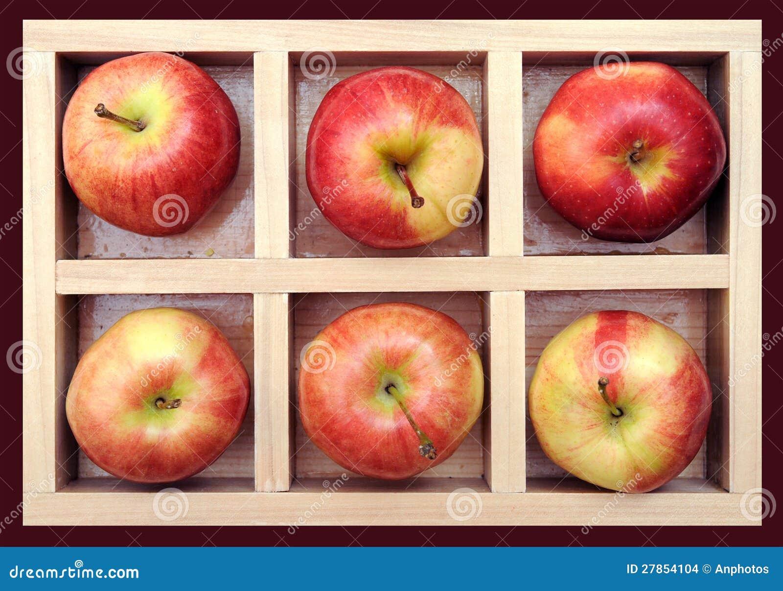 W pudełku galowy jabłko