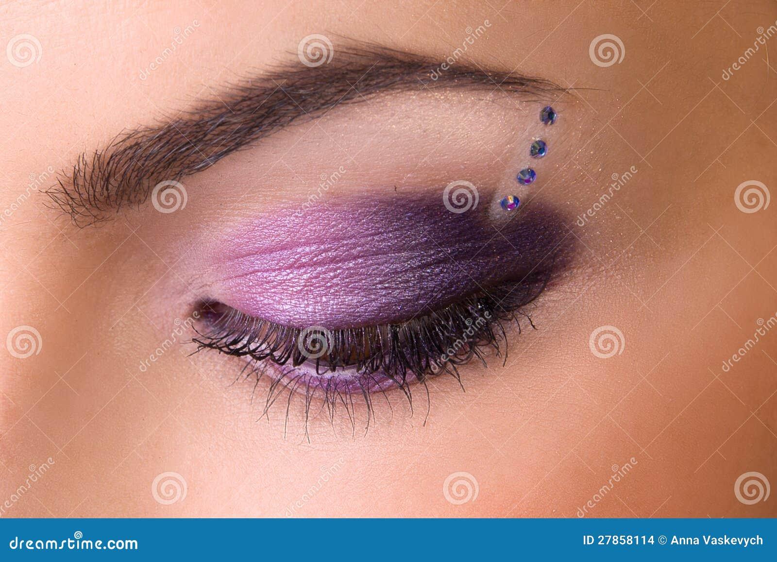 W purpurach fachowy makijaż