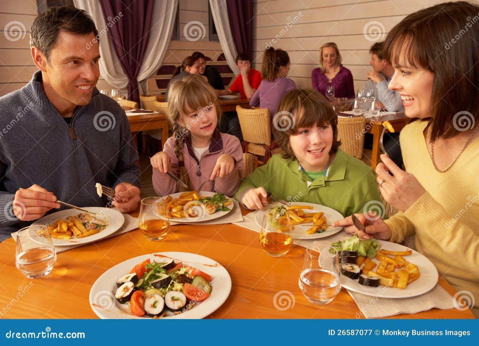 W Restauraci Wpólnie Łasowanie rodzinny Lunch