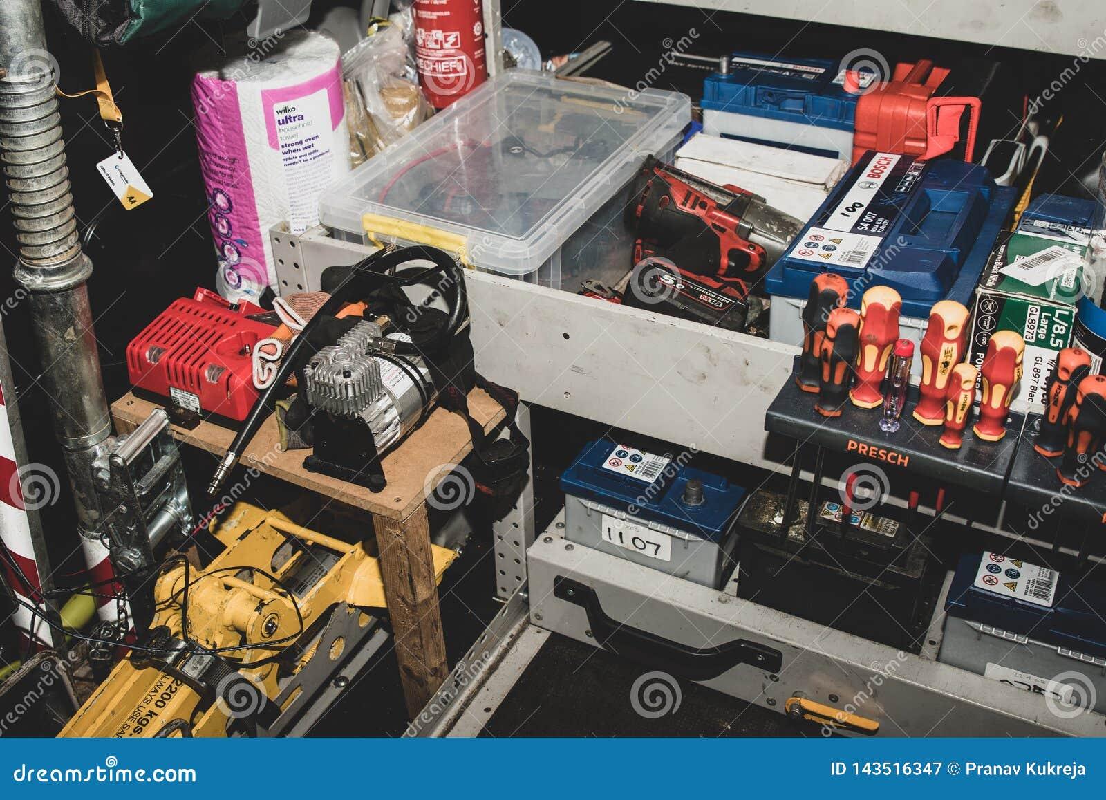 W?rodku pobocze ratuneku samochodu dostawczego AA w Zjednoczone Kr?lestwo