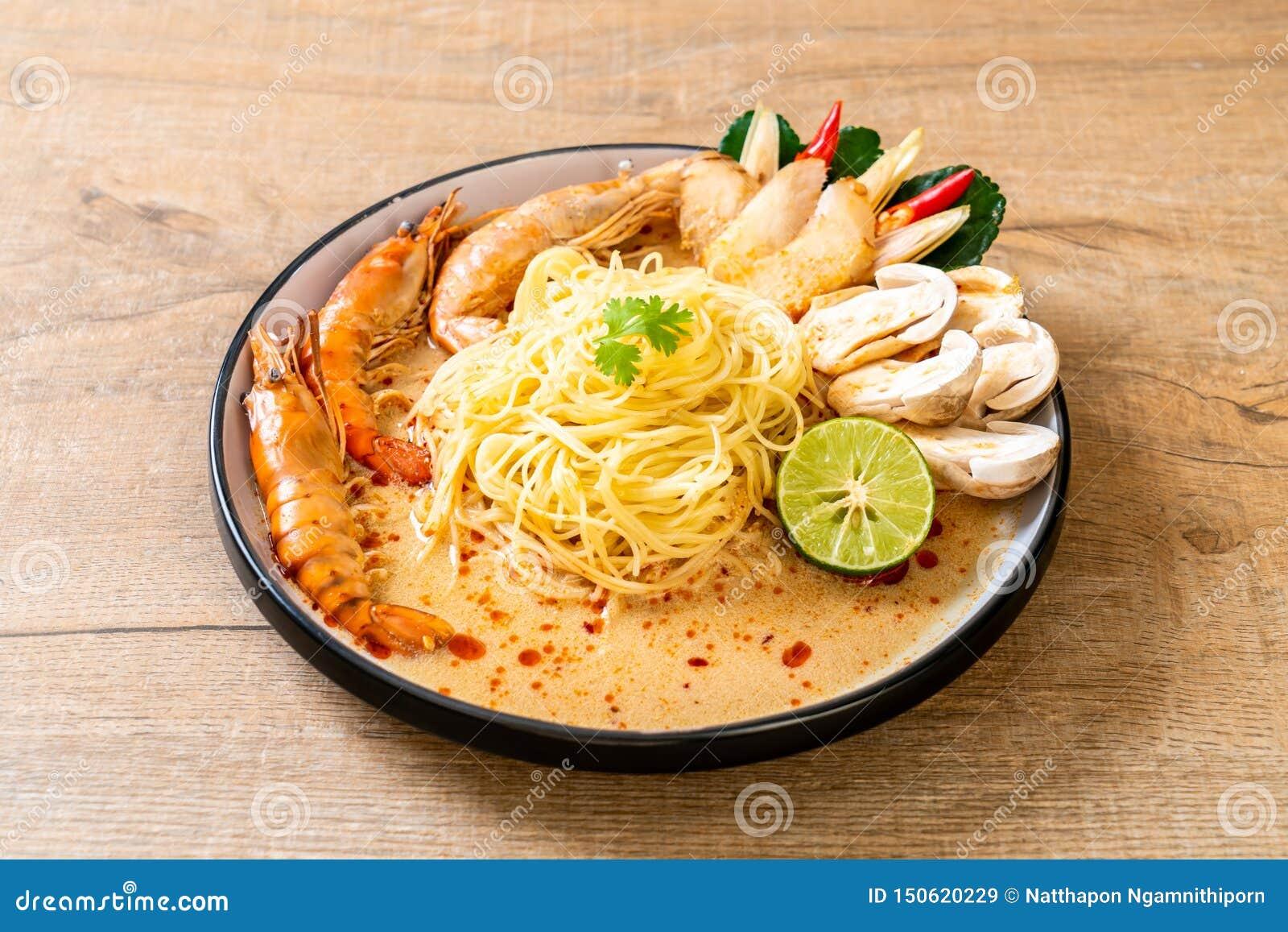W?rzige Garnelenspaghettiteigwaren (Tom Yum Goong