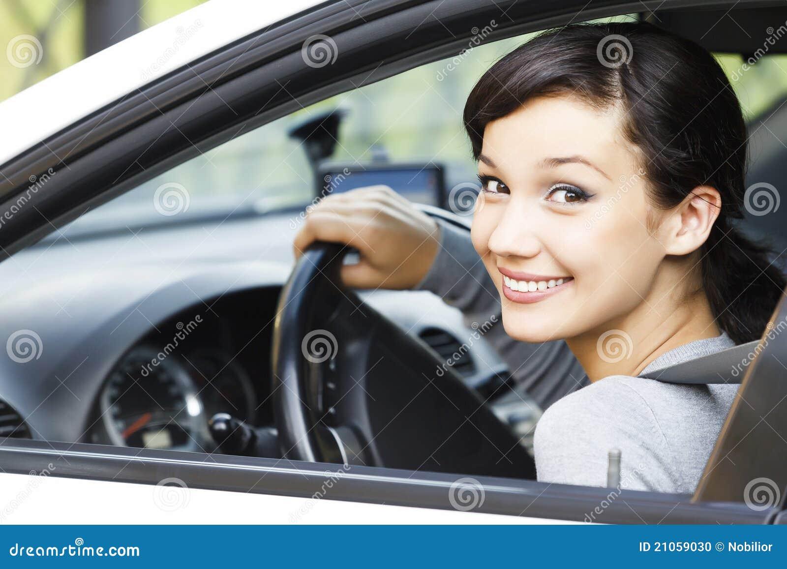 W samochodzie ładna dziewczyna