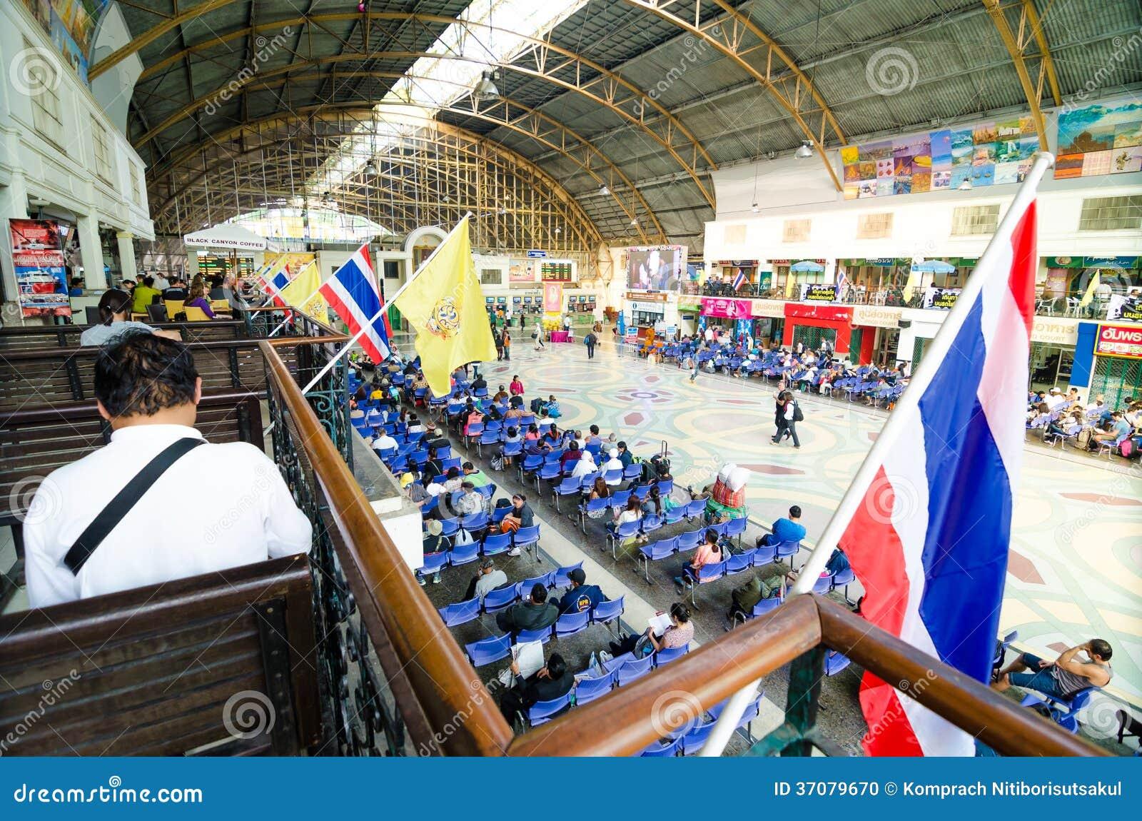 Download W Stronie Hua Lamphong Bangkok Stacja. Obraz Editorial - Obraz złożonej z kolej, lokomotywa: 37079670