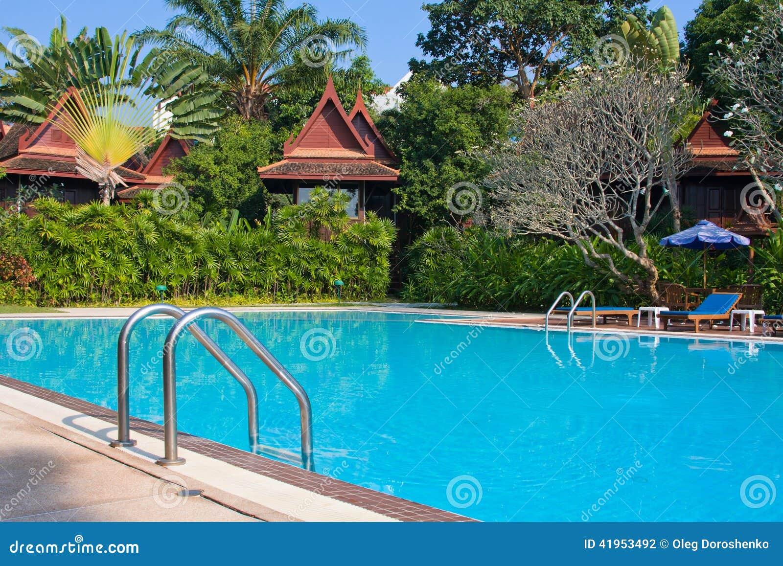 W Tajlandia dopłynięcie tropikalny basen