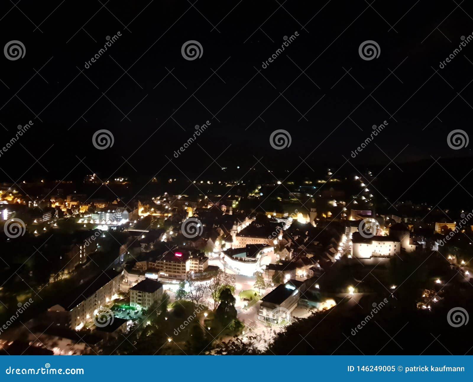 W ten sposób piękny feldkirch w nocy