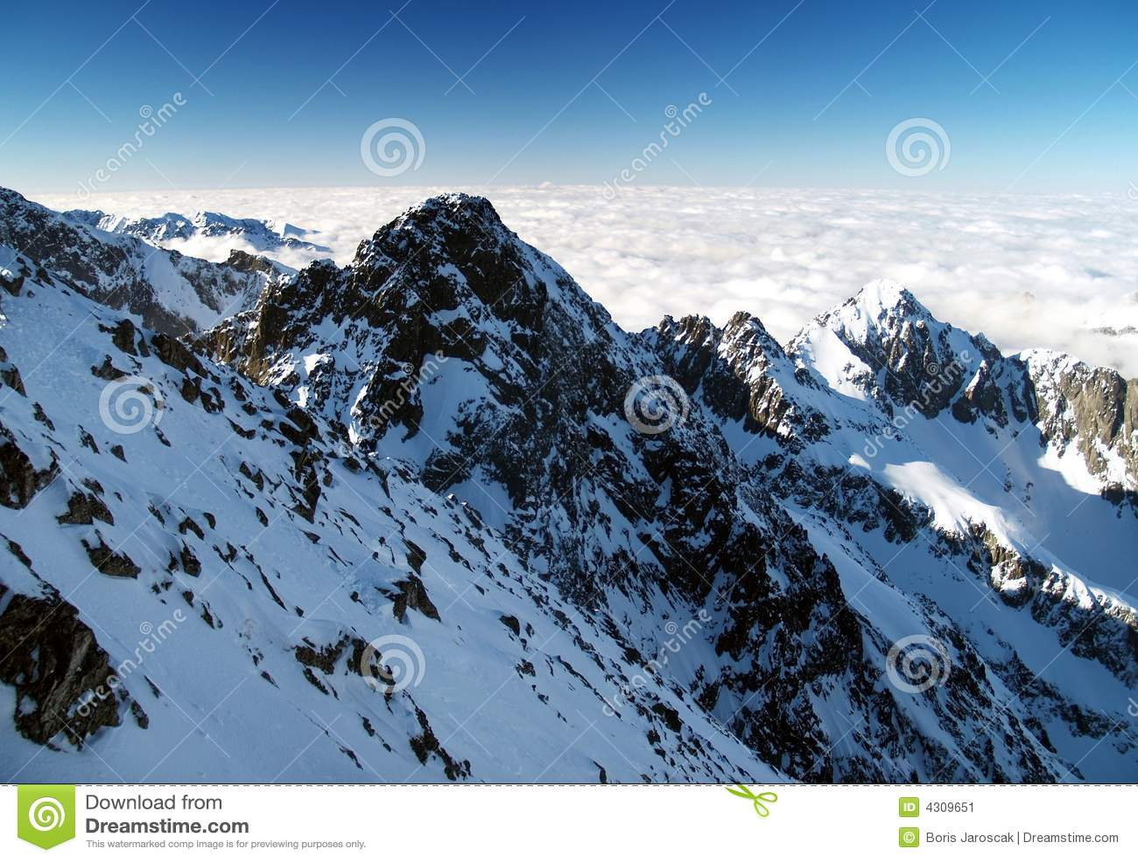 W zima wysokie Tatrzańskie góry