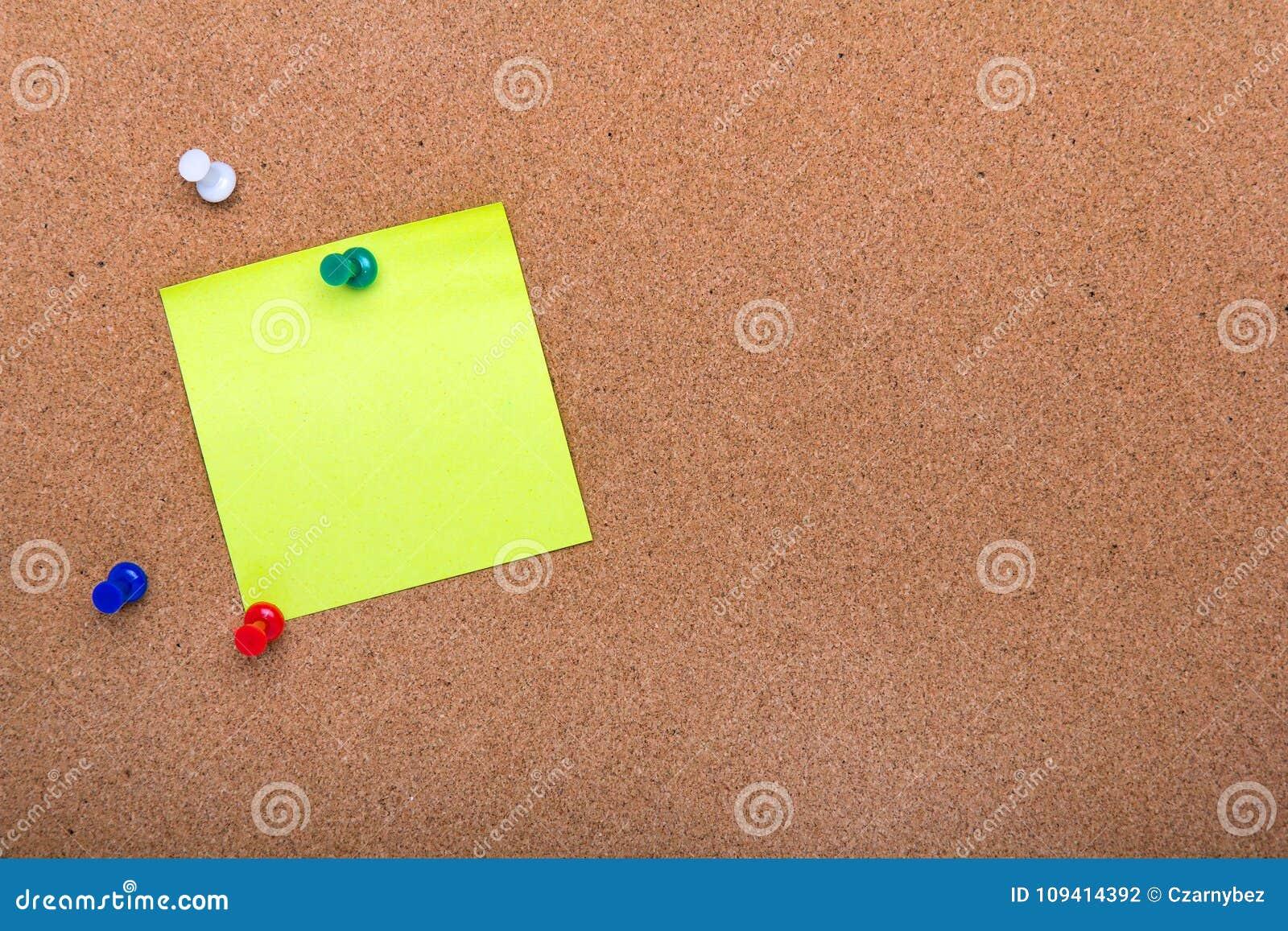 Wałkowa deskowa tekstura dla tła, corolful szpilek i kleistych notatek,
