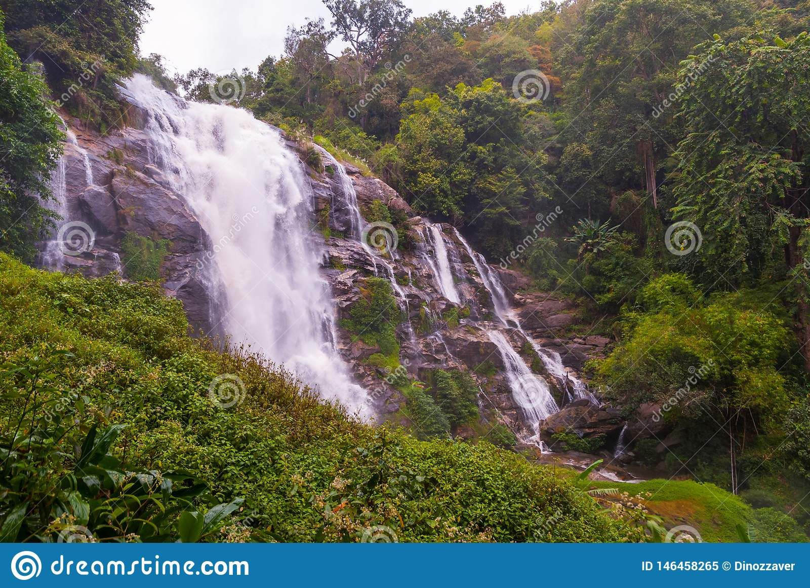 Wachirathan-Wasserfall, Thailand