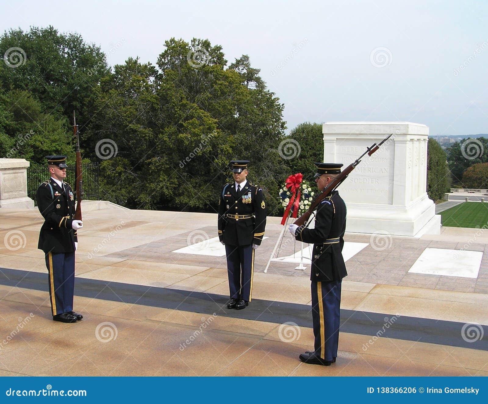 Wacht van Eer bij het Graf van de Onbekende Militair, Arlington-Begraafplaats, Virginia