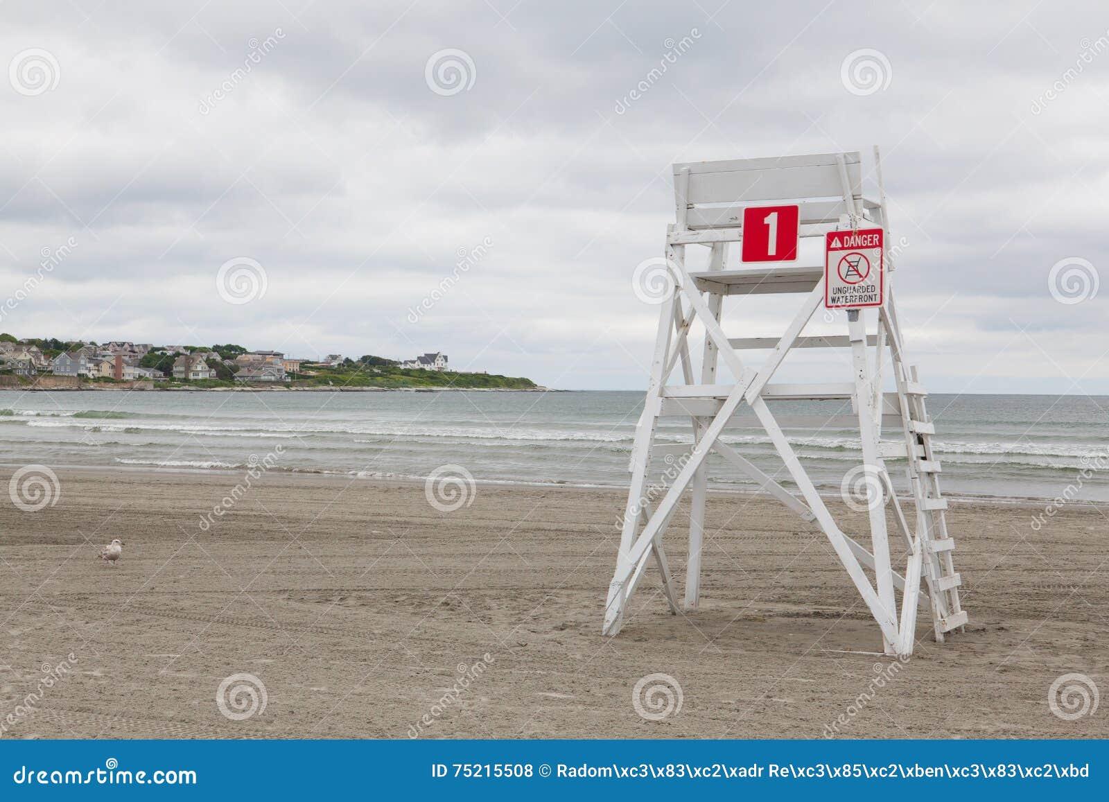 Wachturm auf dem leeren Strand in Middletown, Rhode Island, USA