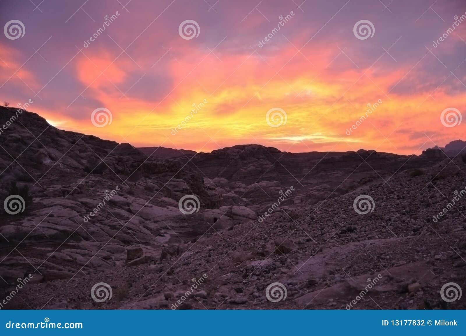 Wadi ηλιοβασιλέματος PETRA μούσ&