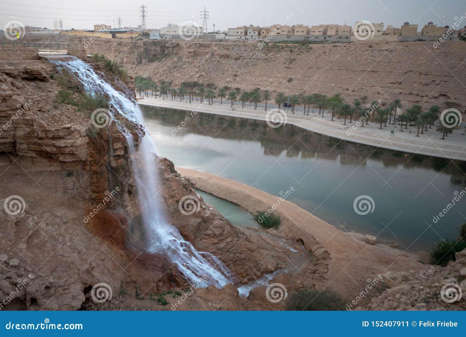 Wadi Namar-waterval in Riyadh, Saudi-Arabië