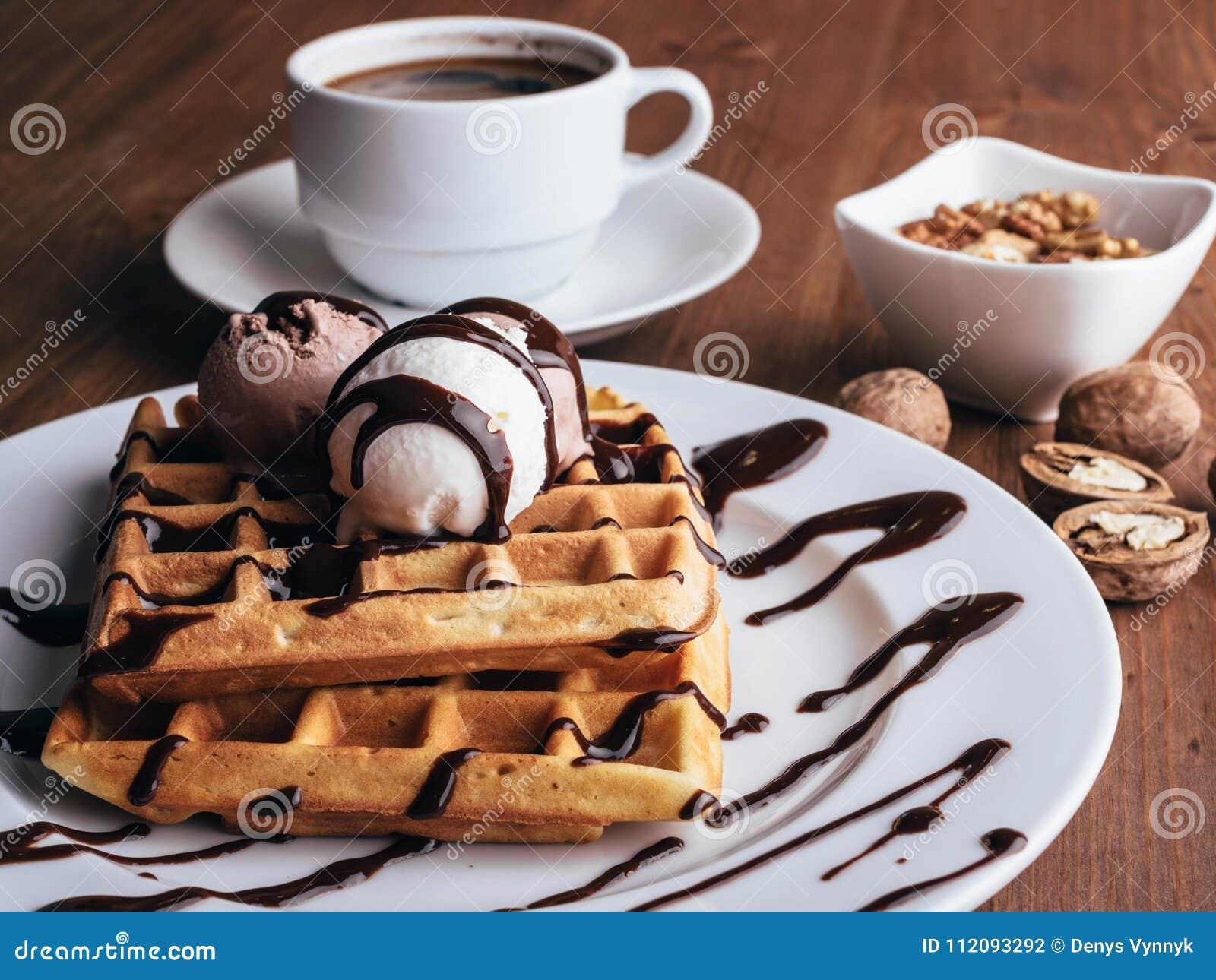 Waffles belgas com gelado e coffee-2
