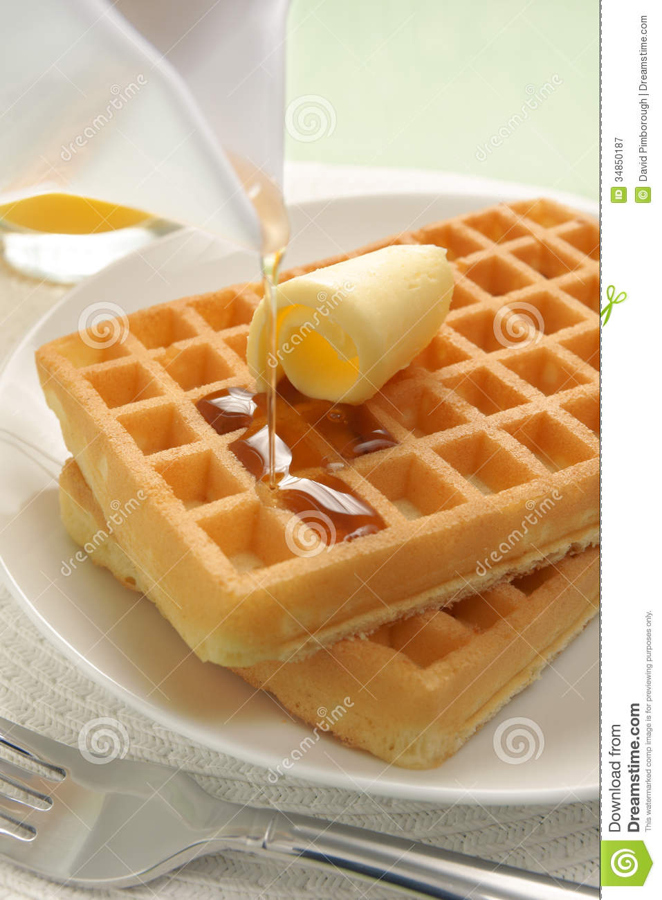 Waffles And Maple Syrup Royalty Free Stock Photography