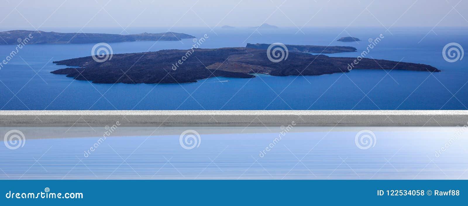 Wakacje w Greckich wyspach, Santorini, Grecja Wulkanu widok nad pływackim basenem, sztandar