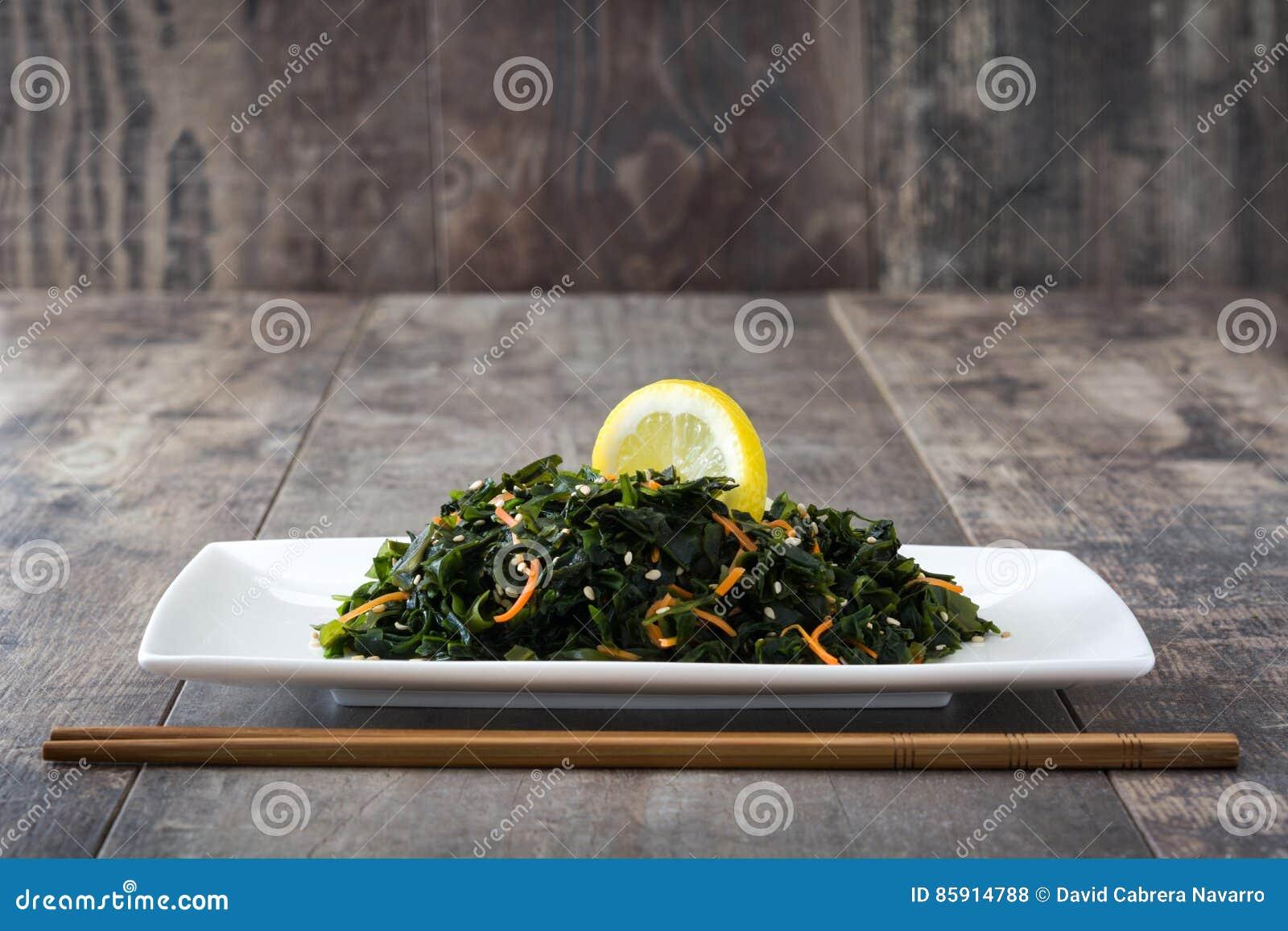Wakame Salat Mit Karotte Samen Des Indischen Sesams Und