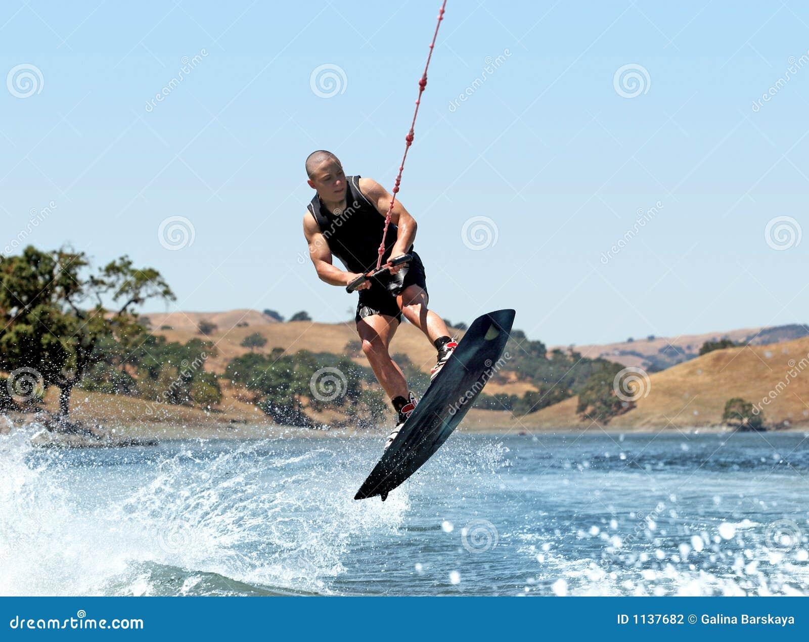 Wakeboarding的湖