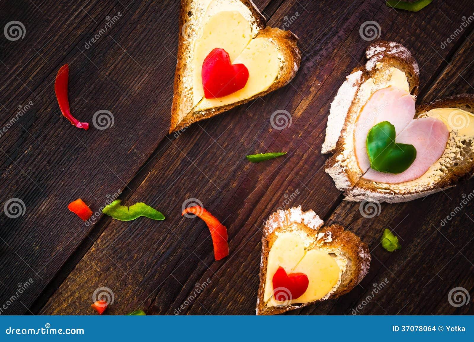 Download Walentynka ściska śniadaniowych Kochanków Drewnianych Zdjęcie Stock - Obraz złożonej z miłość, grunge: 37078064