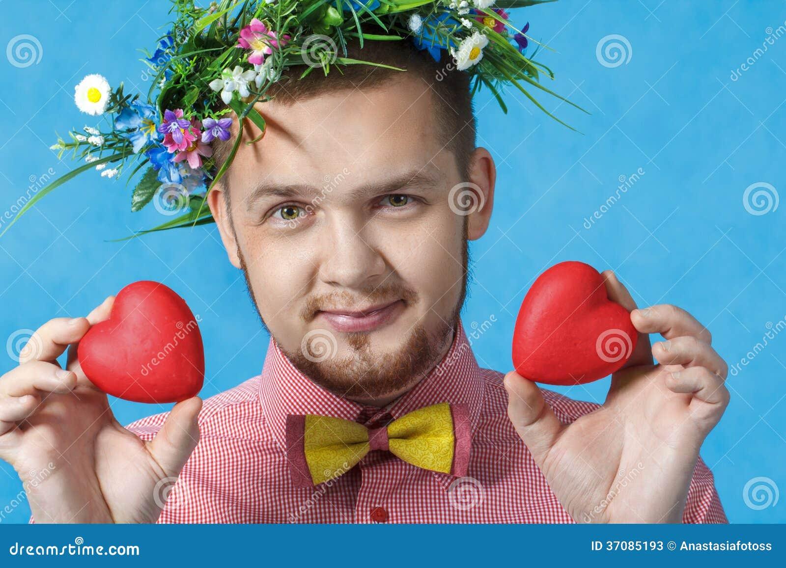 Download Walentynka Dzień. Portret Mężczyzna W Miłości Z Dwa Sercami Obraz Stock - Obraz złożonej z greenbacks, dorosli: 37085193