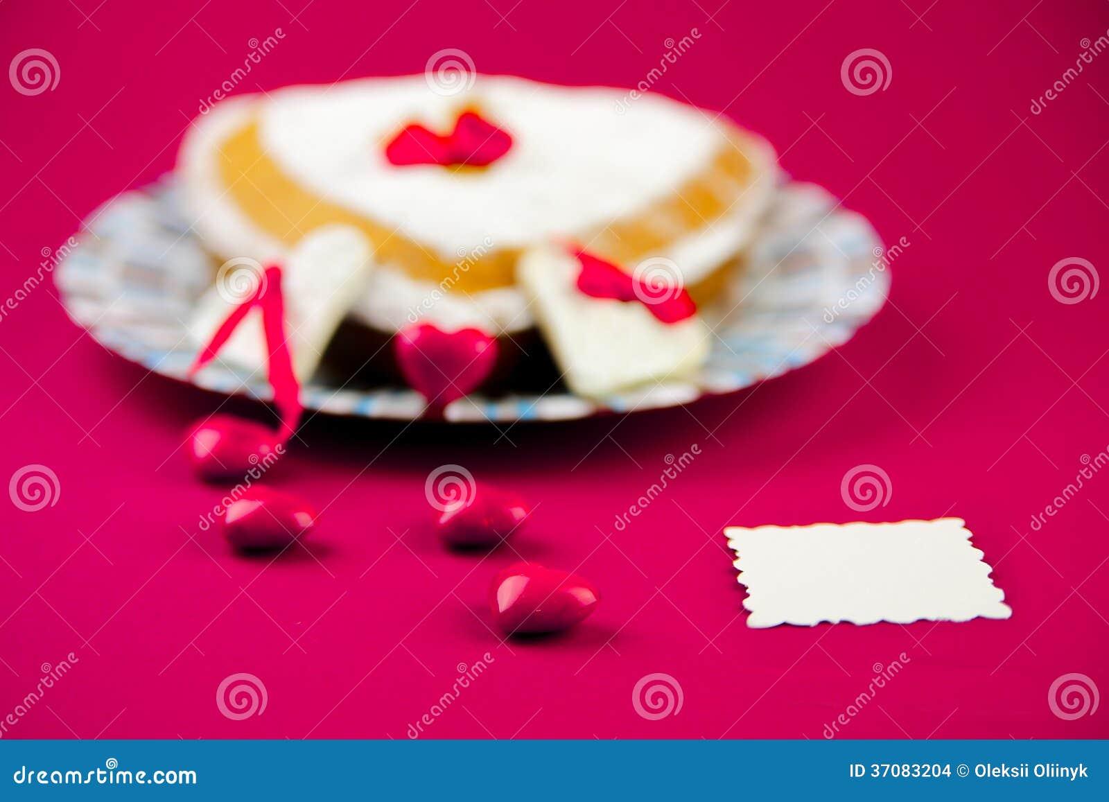 Download Walentynka Tort Na Różowym Tle Zdjęcie Stock - Obraz złożonej z miodownik, miłość: 37083204