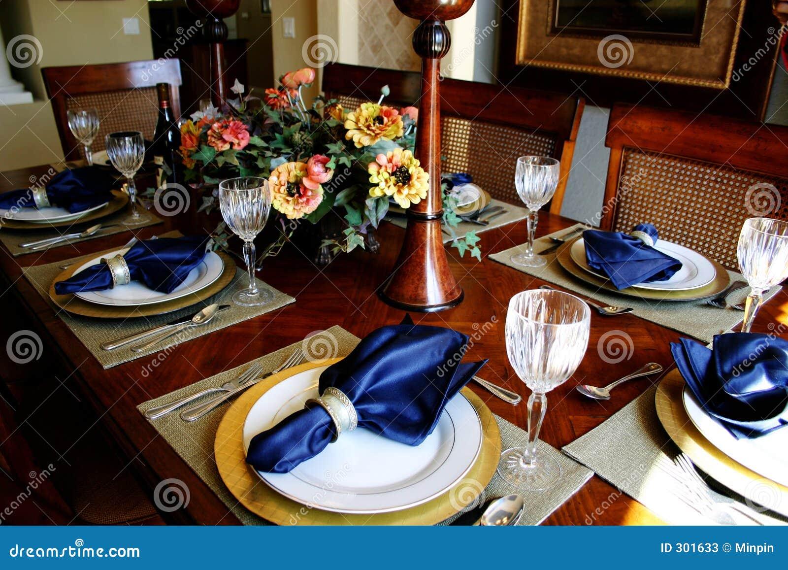 Walić ubranego pokoju stół