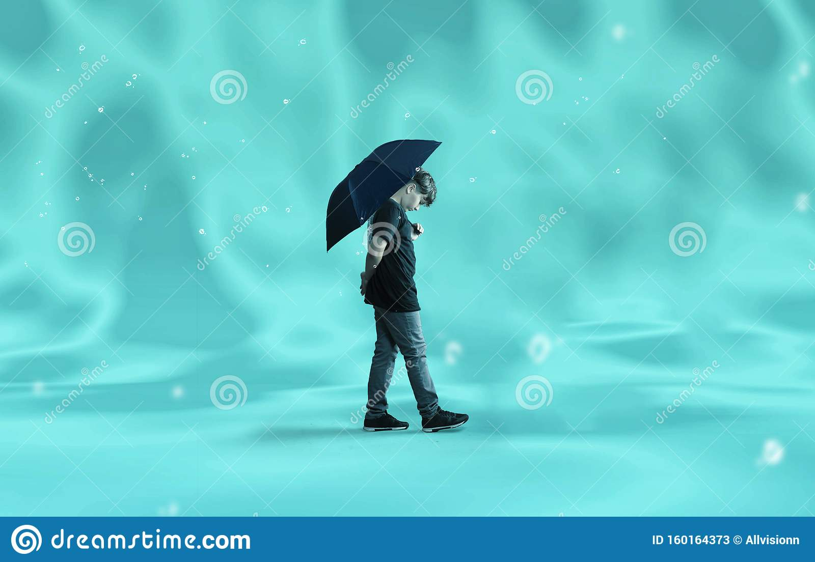9 670 Person Holding Umbrella Photos Free Royalty Free Stock Photos From Dreamstime