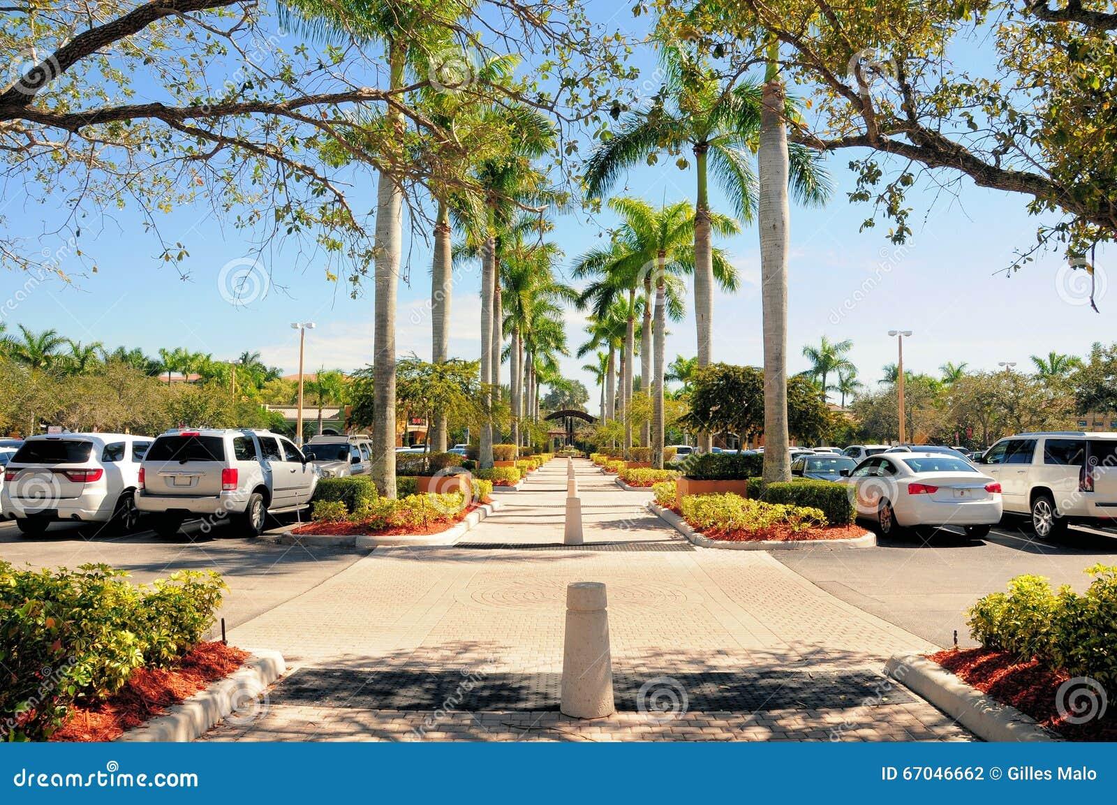 Strip center walkway access