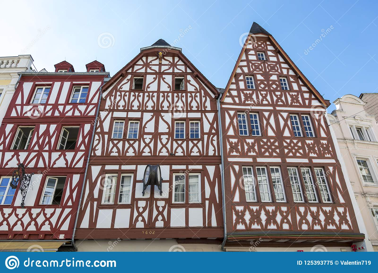 Half-timbered houses: what is it, construction technology 38