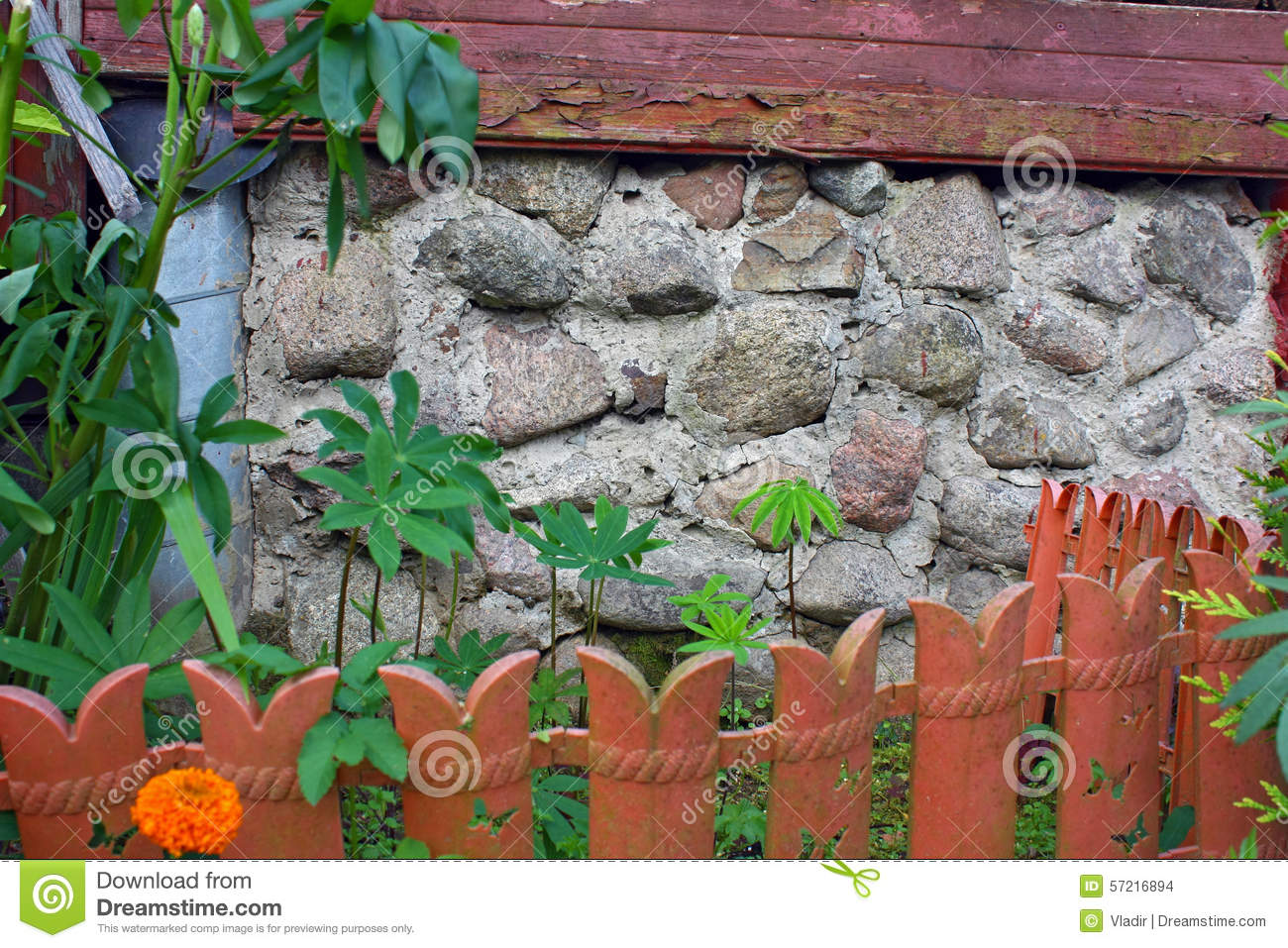 Wall of house and small garden stock photo cartoondealer for Classic house plants