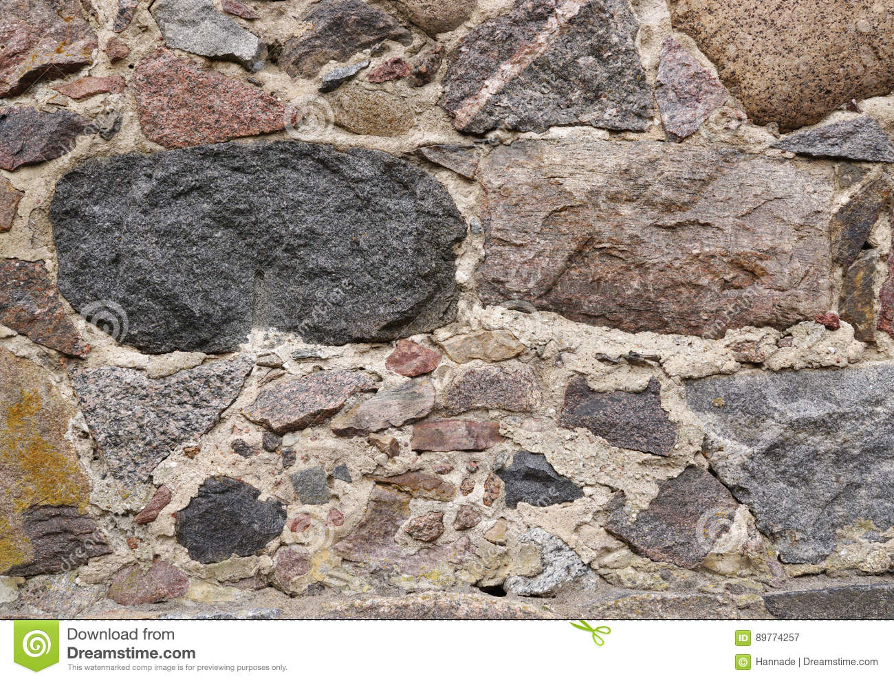 Wall of natural stone