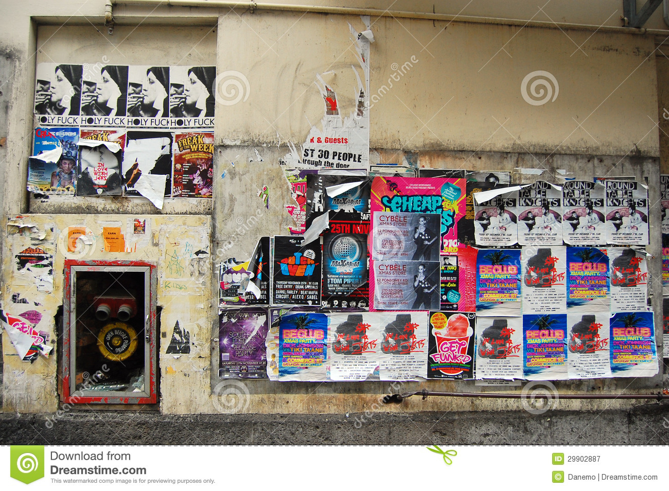 Wall posters at auckland side street editorial photography - Posters gigantes para pared ...