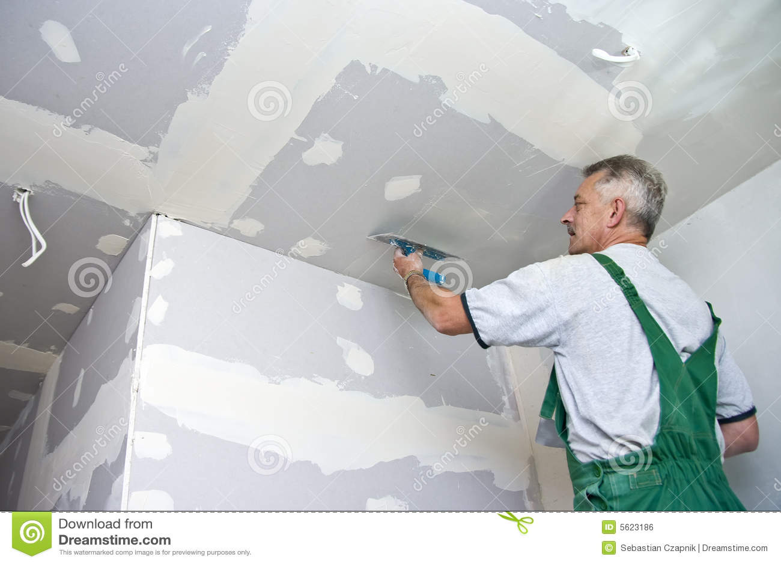 Waller sec au plafond
